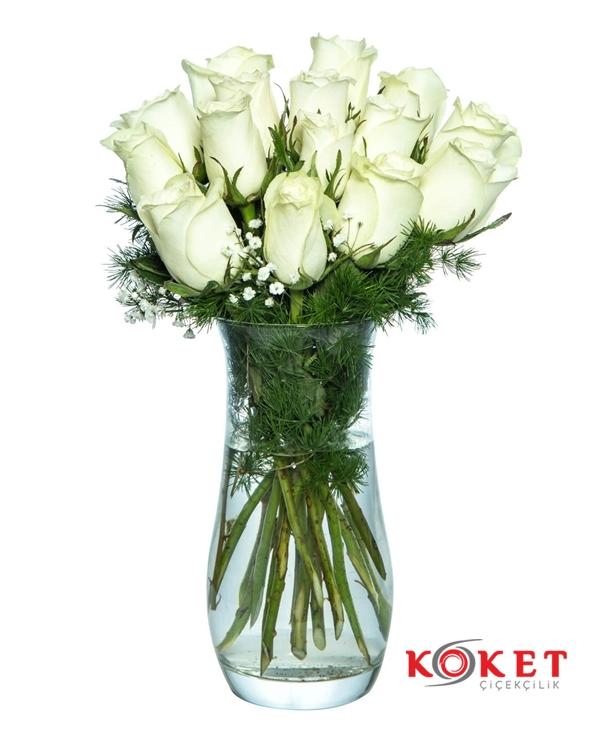 15 Beyaz Gül Cam Vazoda