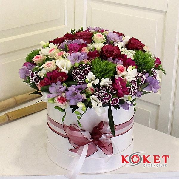 Dekoratif Kutuda Mevsim Çiçekleri