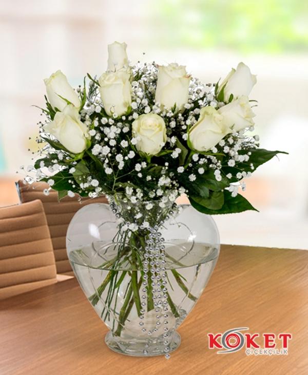 Kalpte Beyaz Güller
